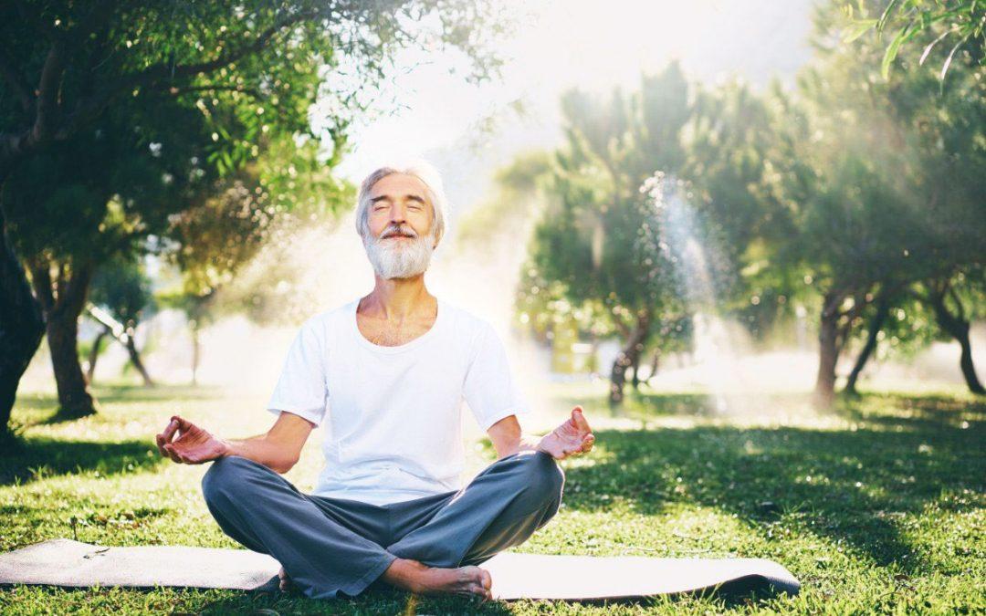 Yoga pour senior, quels bienfaits quand on vieillit ?