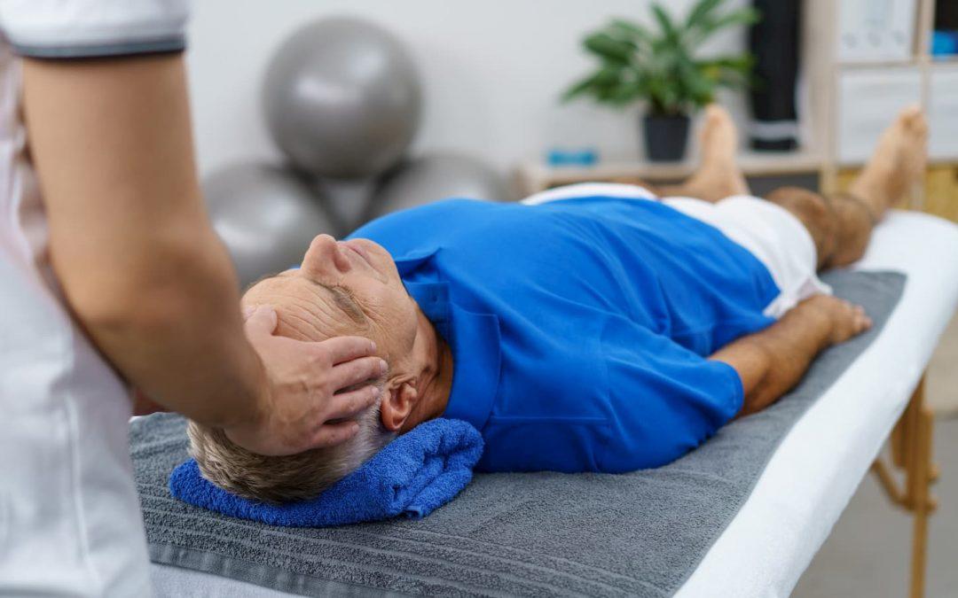Comment le massage est-il bénéfique pour les personnes âgées?