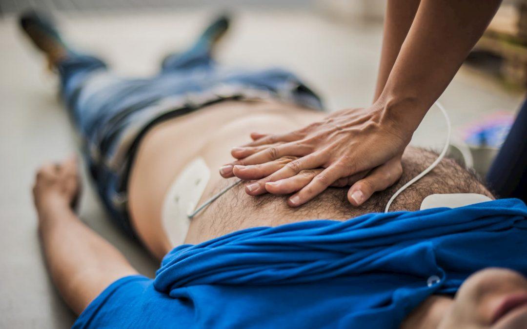 Professionnels : votre entreprise doit-elle s'équiper d'un défibrillateur ?