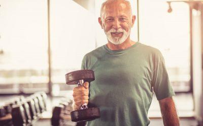 Gym senior: top 10 des exercices à faire chez soi pour améliorer force et équilibre