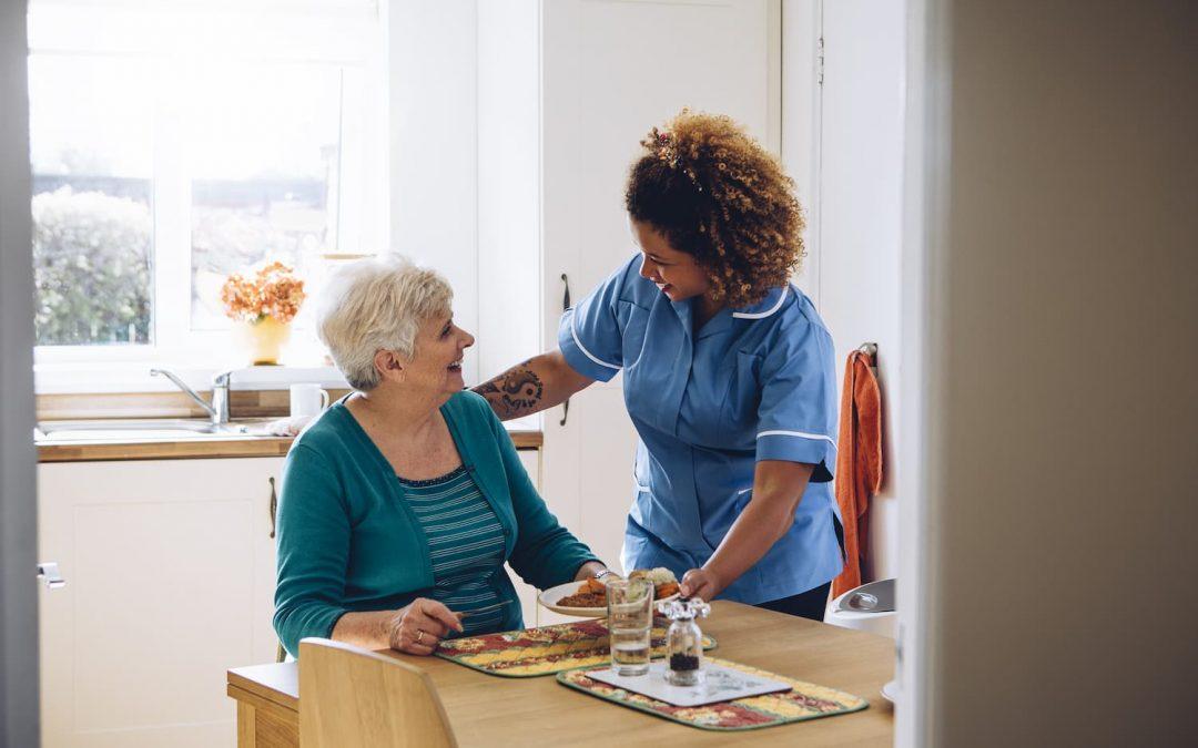 Téléassistance pour les personnes âgées, comment ça marche?